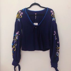FREE PEOPLE navy blouse w/flower embroidery
